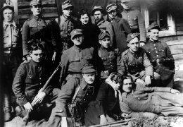 """Kwiecień 1945 r. Oddział sierż. Władysława Janczewskiego """"Lalusia"""", Wojdagi koło Koleśnik"""