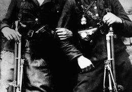 """Wersoka koło Koleśnik. Od prawej: Stanisław Krukowski """"Młot"""", Jan Grzywacz """"Komar"""