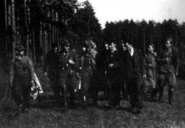 """Sierpień 1945 r., żołnierze AK pod dowództwem kpt. Antoniego Hedy """"Szarego"""""""