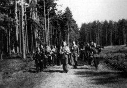"""Oddział por. Henryka Wojciechowskiego """"Sęka"""" w marszu na koncentrację przed akcją rozbicia więzienia w Kielcach"""