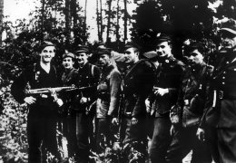 Wrzesień 1945 r. Lasy Skaryszewskie. Koncentracja oddziałów partyzanckich przed akcją rozbicia więzienia w Radomiu